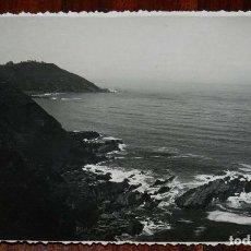 Postales: FOTOGRAFÍA DE RIBADESELLA. ASTURIAS. FOTOGRAFO JESUS HEVIA. CON MATASELLO EN ROJO DEL FOTÓGRAFO EN E. Lote 133609758