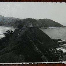 Postales: FOTOGRAFÍA DE RIBADESELLA. ASTURIAS. FOTOGRAFO JESUS HEVIA. CON MATASELLO EN ROJO DEL FOTÓGRAFO EN E. Lote 133610030