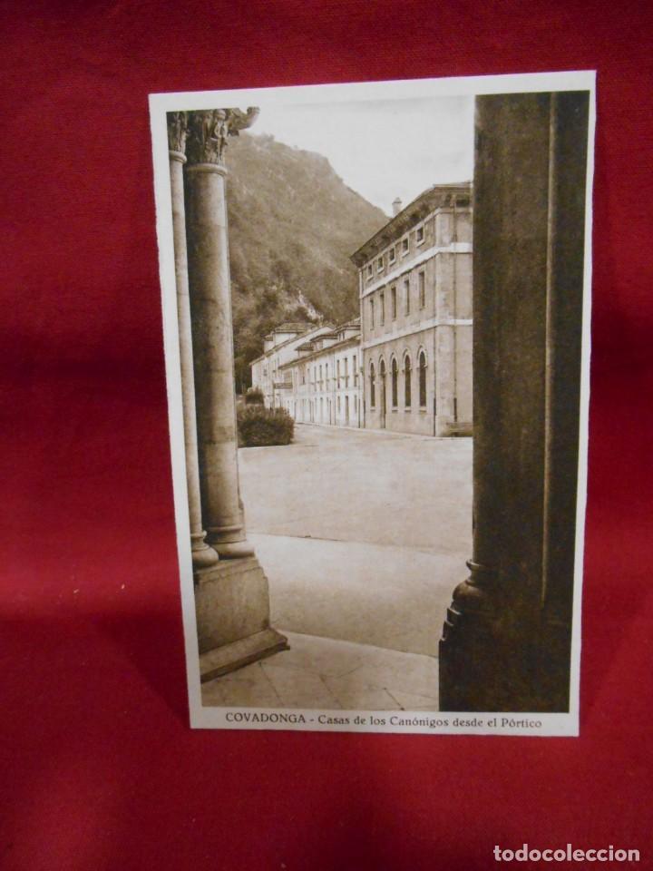 ANTIGUA POSTAL - COVADONGA - CASAS DE LOS CANONIGOS DESDE EL PORTICO - SIN CIRCULAR - (Postales - España - Asturias Antigua (hasta 1.939))