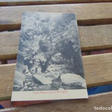 Postales: TARJETA POSTAL PUENTE RUSTICO SOBRE RIO PAJARES. Lote 153964174