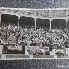 Postales: GIJÓN ASTURIAS EN LA PLAZA DE TOROS RARA POSTAL FOTOGRÁFICA ANTIGUA. Lote 170531872