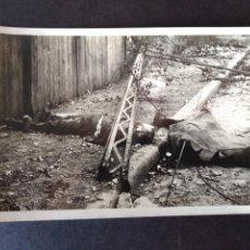 Postales: OVIEDO CIUDAD MARTIR UN CADAVER EN LA CALLE DE SANTA SUSANA POSTAL FOTOGRAFICA ED. JUAN GIL CAÑELLAS. Lote 171638808