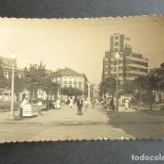 Postales: POSTAL GIJÓN. ASTURIAS. PLAZA DE SAN MIGUEL Y CALLE DE MENÉNDEZ VALDÉS. FOTO CEÑAL, GIJÓN.. Lote 171665384