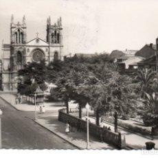 Postales: POSTAL DE GIJÓN - CALLE DE COVADONGA E IGLESIA DE SAN LORENZO. Lote 179537028
