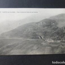 Postales: PUERTO DE PAJARES ASTURIAS PASO A NIVEL EN EL VALLE DE LAS PIEDRAS FERROCARRIL. Lote 181338155