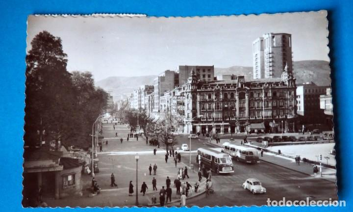 POSTAL DE OVIEDO: PASEO JÓSE ANTONIO Y CALLE URÍA (Postales - España - Asturias Moderna (desde 1.940))