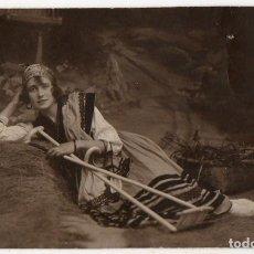 Postales: LLANES. CANDIDO FOTO. JOVEN VESTIDA CON EL TRAJE DE LLANISCA. ASTURIAS. Lote 194527727