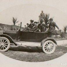 Postales: LUANCO. 1923. GRUPO DE AMIGOS EN UN AUTOMOVIL. ASTURIAS.. Lote 194528531