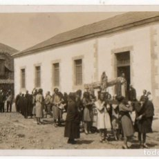 Postales: ASTURIAS. PROCESIÓN RELIGIOSA EN UNA ALDEA ASTURIANA. H. 1920. Lote 194528581