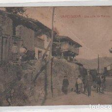 Postales: LA FELGUERA. UNA CALLE DE BARROS. IMP Y LIBRERÍA PULIDO. ESCRITA. SIN CIRCULAR. . Lote 194554613