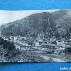 Postales: SOTRONDIO ASTURIAS VISTA PARCIAL Y PASEO DE SAN MARTÍN RARA POSTAL FOTOGRÁFICA EDICIONES ALARDE. Lote 197255665
