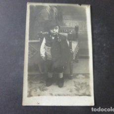 Postales: OVIEDO ASTURIAS FRESNO FOTOGRAFO NIÑO VESTIDO DE ASTURIANO CON PIPA POSTAL FOTOGRAFICA. Lote 203761180