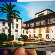 Postales: POSTAL VILLAVICIOSA ASTURIAS PLAZA JOSÉ ANTONIO MONUMENTO A CARLOS V 1986 ESCRITA Y SELLADA. Lote 207004446