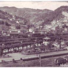Postales: EL ENTREGO (ASTURIAS): PARQUE DE LA LAGUNA. EDICIONES ALARDE. CIRCULADA (AÑOS 50). Lote 207025988