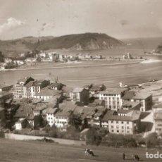 Postales: RIBADESELLA Nº 6 VISTA GENERAL Y PUERTO C. EN 1962. Lote 252970350