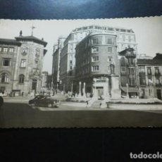 Postales: GIJON ASTURIAS PLAZA DEL 6 DE AGOSTO Y MONUMENTO A JOVELLANOS. Lote 287229638