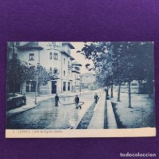 Postales: POSTAL DE LLANES (ASTURIAS). CALLE DE EGIDIO GAVITO. FOTOTIPIA THOMAS-BARCELONA. ORIGINAL.. Lote 291208243