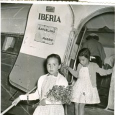 Postales: FOTO DEL AEROPUERTO DE VALENCIA * MANISES * (VER PUBLICIDAD IBERIA) - 1956. Lote 23677888