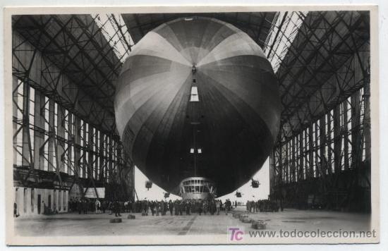 GRAF ZEPPELIN. POSTAL FOTOGRÁFICA. FECHADO EN 1937. CON TAMPÓN ROJO DE FRANQUEO DEL GRAF ZEPPELIN (Postales - Postales Temáticas - Aeroplanos, Zeppelines y Globos)