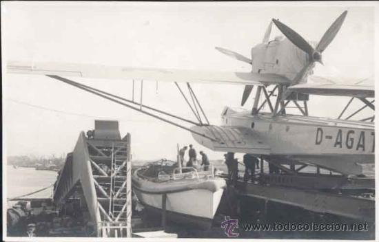 POSTAL FOTOGRÁFICA DE AVIÓN PREPARADO PARA SER CATAPULTADO (Postales - Postales Temáticas - Aeroplanos, Zeppelines y Globos)