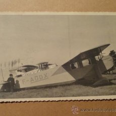 Postales: POSTAL ANTIGUA CON AEROPLANO F-AODX (CON NIÑO) AVION AVIONETA. Lote 34279916
