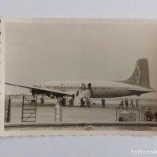 Postales: FOTOGRAFIA ANTIGUA DE LOS AÑOS 50 DE AVION DEL AEROPUERTO DE FRANKFURT (ALEMANIA).. Lote 67089633