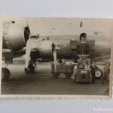 Postales: FOTOGRAFIA ANTIGUA DE LOS AÑOS 50 DE AVION DEL AEROPUERTO DE FRANKFURT (ALEMANIA).. Lote 67090017