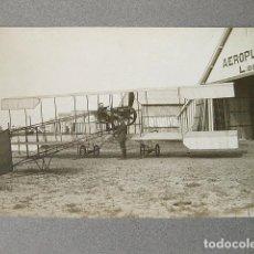Postales: FOTOGRAFÍA POSTAL PUBLICITARIA DE LEON DE BROUCKERE - AEROPLANES - HELICAS. Lote 120882275