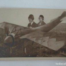 Postales: FOTO POSTAL - CARTE POSTALE - FOTOMONTAJE - PAREJA CON AEROPLANO, AVIÓN. Lote 133223922