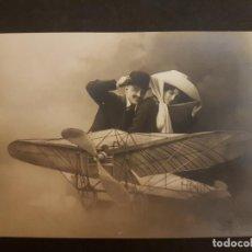 Postales: POSTAL AVIACION AVION PAREJA EN AEROPLANO FOTOMONTAJE. Lote 140591586