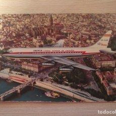 Postales: IBERIA LINEAS AEREAS DE ESPAÑA JET DC-8 T,G, LLAUGER BARCELONA SOBREVOLANDO SEVILLA SIN CIRCULAR. Lote 176384602