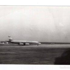 Postales: FOTOGRAFÍA B/N · AEROPUERTO DE LOS RODEOS, TENERIFE · AEROLÍNEA SPANTAX · AVIÓN DOUGLAS DC 8 JC. Lote 206854101