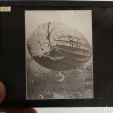 Postales: FOTOGRAFIA DE CRISTAL DEL ZEPPELIN BRITANICO R33, AÑO 1919 APROX, MOMENTO DEL COLAPSO, MIDE 10 X 8,5. Lote 230481730
