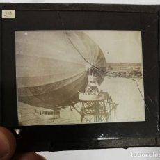 Postales: FOTOGRAFIA DE CRISTAL DEL ZEPPELIN BRITANICO R33 EN LA BASE, AÑO 1919 APROX, MIDE 10 X 8,5 CMS. TIEN. Lote 230482845