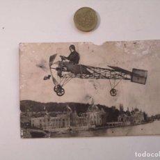Postales: RARA POSTAL ITALIANA ANTIGUA ORIGINAL AVIADOR SOBREVOLANDO CIUDAD. Lote 247645515
