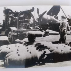 Postales: ANTIGUA FOTOGRAFIA AVION BOMBAS AVIACION AYUDA BATALLA DIEN BIEN PHU 1954 FOTO GIL ESPINAR RV. Lote 293935418
