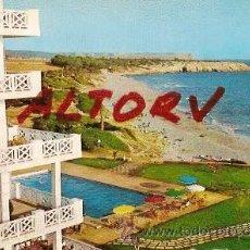 Postales: POSTAL A COLOR 56 SANTO TOMAS MENORCA PLAYA Y HOTEL ED LUCIA MORA CIRCULADA . Lote 12281213
