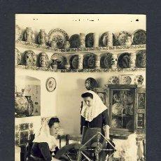 Postales: POSTAL DE PALMA DE MALLORCA (ILLES BALEARS): ESCENA TÍPICA CASA MULET. FILADORA, HILANDERA) (TRUYOL). Lote 15259111