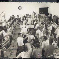 Postales: CIUDADELA (MENORCA).- COMIDA DE HERMANDAD EN LA EMPRESA DOMINGO MOLL MERCADALL- 18 JULIO 1943. Lote 33743891