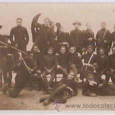 Postales: ANTIGUA POSTAL MAHON CIA ARTILLEROS CON UNIFORME EXPEDICIONARIO 1927 29 UN GRUPO DE VETERANOS . Lote 34154598