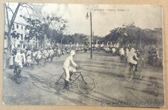 MAHÓN. PASEO ISABEL II. CICLISTAS. BICICLETAS. (ED. CROMOS FRIEDRICHS) (Postales - España - Baleares Antigua (hasta 1939))