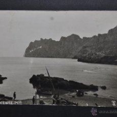 Postales: ANTIGUA FOTO POSTAL DE MENORCA. CALA SAN VICENTE. SIN CIRCULAR. Lote 44169749