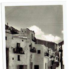 Postales: PS5936 IBIZA 'UN RINCÓN DE LA PLAZA DE VILA'. FOTOGRÁFICA. VIÑETS. MED. S. XX. Lote 51576854