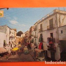 Postales: POSTAL - IBIZA - PLAZA DALT VILA SEAT 600 Y LAND ROVER - A SUBIRATS - NO CIRCULADA. Lote 70451745