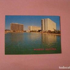 Postales: POSTAL DE MALLORCA. PUERTO DE ALCUDIA. HOTELES REINA. ED. FLOR DE ALMENDRO.. Lote 120069851