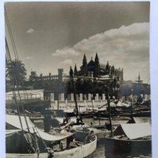 Postales: MALLORCA (BALEARES) CATEDRAL Y LONJA DESDE EL PUERTO CIRCULADA 1955 FOTO A. CAMPAÑA. Lote 126349007