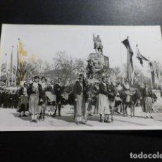 Postales: PALMA DE MALLORCA ACTO CON PAYESES POSTAL FOTOGRAFICA AÑOS 20-30 SELLO EN SECO FOTOGRAFO VILA COLL. Lote 153633198