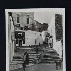 Postales: POSTAL BALEARES IBIZA CIUDAD ANTIGUA CALLE TIPICA . ELESKA CA AÑO 1950. Lote 156631522