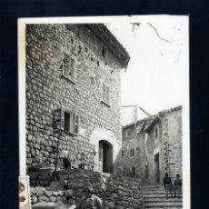 Postales: CURIOSA POSTAL FOTOGRAFICA DE BINIARAITX (MALLORCA) CIRCULADA AÑOS 50 RARA. Lote 173030237