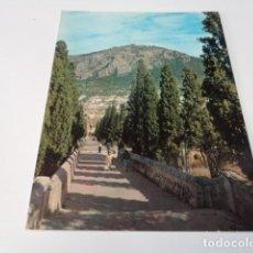 Postales: MALLORCA - POSTAL POLLENSA - EL CALVARIO - AL FONDO POLLENSA. Lote 174087207